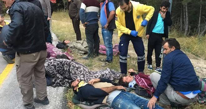 İnşaat işçilerini taşıyan minibüs şarampole yuvarlandı: 13 yaralı